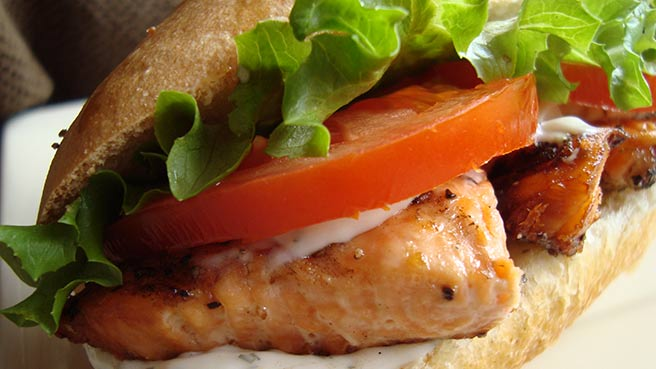 Grilled Salmon Sandwich with Dill Sauce
