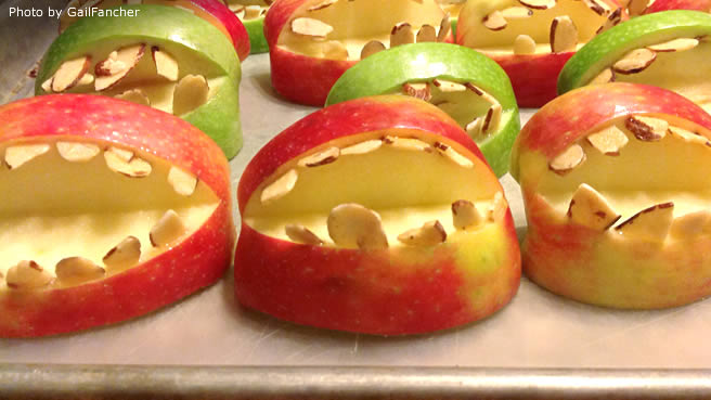 halloween fruit apple teeth treats - Halloween Trets
