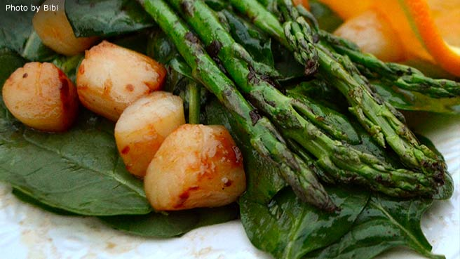 Seared Scallop and Asparagus Salad