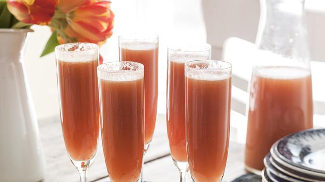 How to Make Fruity Bellini Cocktails