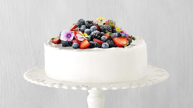 How to Make Berry Chantilly Cake