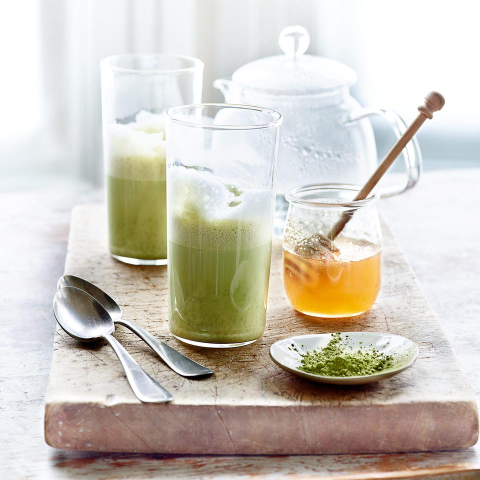 Healthy drink recipes eatingwell for Tea and liquor recipes