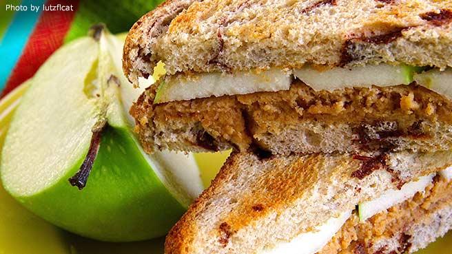 Sweet n Creamy Peanut Butter Apple Sandwich