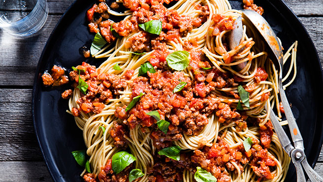 Quick easy low cholesterol recipes eatingwell spaghetti with quick meat sauce forumfinder Images