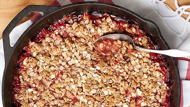 How to Make Strawberry-Rhubarb Crisp