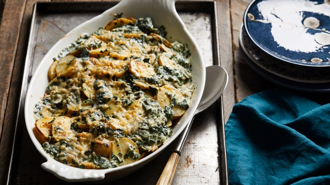 parmesan scalloped potatoes with spinach - Make Ahead Christmas Dinner Recipes
