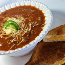 Wazzu Tailgate Chili Recipe - This simple chili is full of flavor and plenty spicy. It's best when made the day before, refrigerated overnight, then reheated right before the big game.