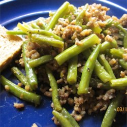 Japanese Green Beans with Beef Recipe - Green beans and browned ground beef are simmered in a sweet soy-based sauce.
