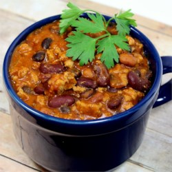 Laura's Quick Slow Cooker Turkey Chili Recipe and Video - This is an easy chili recipe that you can throw in the slow cooker and forget about all day. Great topped with Cheddar cheese, crushed corn chips, and a dollop of sour cream.