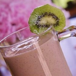Strawberry Kiwi Milkshakes Recipe - This milkshake combo is delicious! Just put everything in blender, blend, and pour. Mmm!