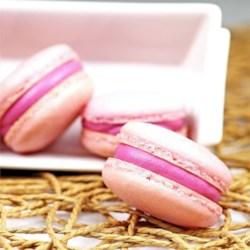 Macarons Raspberry w/Raspberry Buttercream
