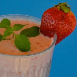 Creamy Strawberry-Pineapple Smoothie Recipe - This creamy strawberry and pineapple smoothie is a quick and tasty way to start the day off using only 4 simple ingredients.
