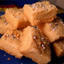 Simple Shortbread Squares Recipe - These melt-in-your-mouth shortbread cookies are a crowd-pleasing addition to the Christmas cookie table and use ingredients you probably already have on hand.