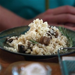 Karen's Easy Baked Mushroom and Onion Risotto Recipe - This easy mushroom risotto is baked--not stirred on the stove--and clean-up is so easy!