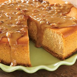 Maple Pumpkin Cheesecake Recipe - For something a little bit different and a whole lot delicious, make this autumn pumpkin cheesecake instead of pumpkin pie for your Thanksgiving feast.