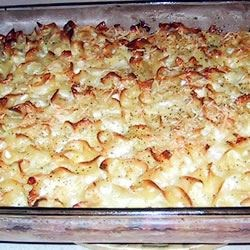 Lokshin Kugel (Noodle Pudding) Recipe - A side dish to be served with chicken. Egg noodles, sauteed onions, eggs and bread crumbs are combined and baked.