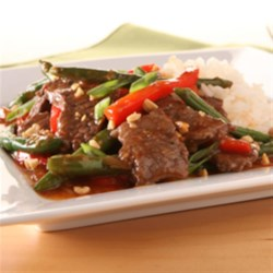KRAFT RECIPE MAKERS Asian Style Chili Steak and String Beans Recipe - Spicy and saucy, this easy beef, green bean, and red pepper stir fry is ready to serve in 25 minutes.