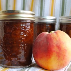 Spicy Peach Chutney Recipe - This chutney closely resembles imported Indian chutneys and is good with all curry dishes.  It is also great with cream cheese and crackers.
