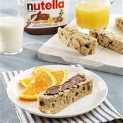 Breakfast Bars topped with NUTELLA(R) Recipe - A delicious breakfast on-the-go that you can prepare ahead of time!