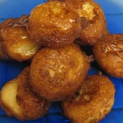 Sfingi Recipe - A sweet batter made from ricotta cheese is deep fried and drizzled with honey and sprinkled with confectioners' sugar.  Also called zeppole.