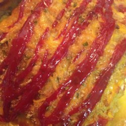 Easy Garden Meatloaf Recipe - This meat loaf is packed with bell pepper and onion, as well as a Cheddar cheese and tomato sauce filling.