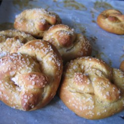 Soda Pretzels Recipe - This recipe for pretzels uses traditional Irish soda bread dough instead of a yeast based dough. It's quick and works great! These pretzels come out great, just like the street vendor type.