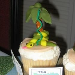 Coconut Cupcake w/Fondant zoo animal