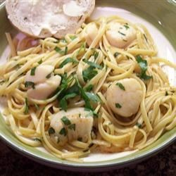 Easy Garlic-Lemon Scallops Recipe - Scallops sauteed in butter and garlic will melt in your mouth. Lemon juice gives it a nice kick.