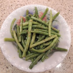 Buttery Garlic Green Beans Recipe - Quick and easy green beans pan-fried in garlic butter are a simple side dish for the Thanksgiving or weeknight table.