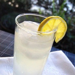 Tom Collins Cocktail Recipe - The Tom Collins is a classic gin cocktail that's a bit tart thanks to lemon juice, a bit sweet thanks to simple syrup, and a bit fizzy thanks to club soda.