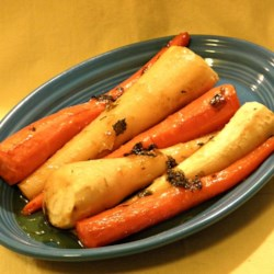 DSF's Honey Roasted Carrots And Parsnips Recipe - Honey roasted carrots and parsnips are the perfect side dish for dinner during the fall. Simply delicious!