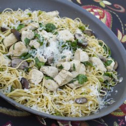 Quick Weeknight Skillet Chicken Recipe - This super fast weeknight skillet chicken, with angel hair pasta, peas, mushrooms, and spinach, is sure to become a family favorite!