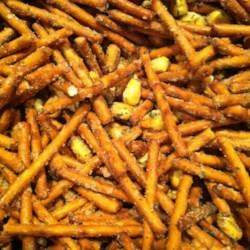 Autumn seasoned pretzel mix