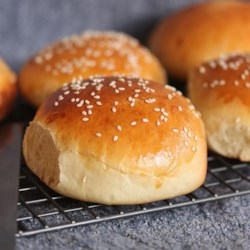 Belle's Hamburger Buns Recipe - These hamburger buns are so easy to make and turn out light and fluffy. A quick brush with an egg wash before baking gives them a beautiful golden brown color.