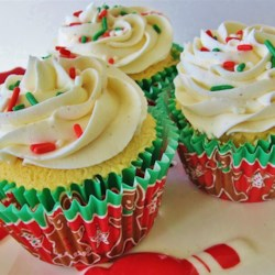 Easy Eggnog Cupcakes Recipe - All the holiday flavor of eggnog, now in a cupcake! Treat yourself and your guests to these decadent, perfectly sweetened eggnog cupcakes with eggnog frosting.
