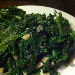 Garlic Kale Recipe - A delicious, garlicky way to cook the underused, antioxidant rich kale!