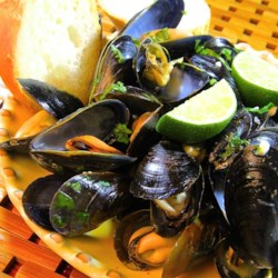 Thai Steamed Mussels Recipe and Video - Delicious and easy spicy Thai steamed mussels that can be finished in just thirty minutes.