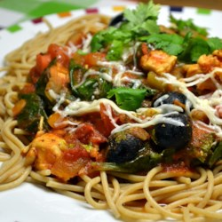 Easy and Healthy Chicken Florentine Recipe - Quick and easy chicken florentine is a perfect blend of spinach and marinara sauce served over fettuccine for an healthy Italian-inspired dinner.