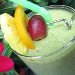Hala Kahiki Green Smoothie Recipe - Hala kahiki, the Hawaiian word for pineapple, green smoothie made with spinach is a refreshing and tropical way to start the day.