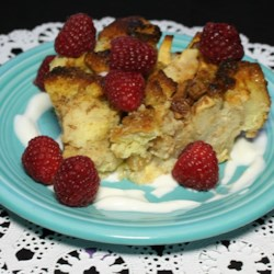 Eve's Bread Pudding Recipe - This is a wonderful old fashioned recipe with apples, currants and just a little spice. Add a scoop of vanilla ice cream or whip cream for a special treat.
