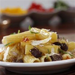 Jen's Tasty Duck Rigatoni Recipe - Chunks of browned duck simmered in a red wine reduction and blended with apples complete this rigatoni pasta recipe, making it a perfect autumn dinner.