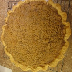 Deep Dish Ontario Apple Pie Recipe - This creamy, deep dish apple pie with a crunchy crumble topping is from Ontario, where people travel the Apple Pie Trail each year.