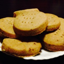 Brown Sugar Spiced Shortbread Recipe - A yummy, melt-in-your mouth, cinnamon spiced spin on the traditional Scottish cookies.