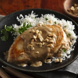 Easy Thai Peanut Chicken Recipe - An exciting and tasty Thai-inspired dish with Progresso(R) cooking sauce and only a few ingredients.