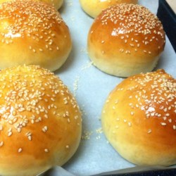 Burger or Hot Dog Buns Recipe and Video - This recipe can be used to make either hamburger buns or hot dog buns. My husband says they are 'top of the line.' Nice and soft.