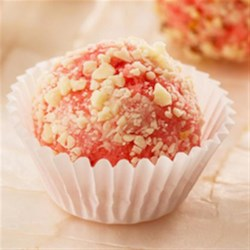 Strawberry Cheesecake Truffles Recipe - Try these delicious Strawberry Cheesecake Truffles with the new Duncan Hines(R) Strawberry Flavoured Cupcake Mix. The cake mix, cream cheese frosting mix, and a pastry bag are all included in the box.
