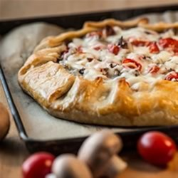 Tomato, Mushroom and Bacon Galette Recipe - Mushrooms, tomatoes and bacon, oh pie!