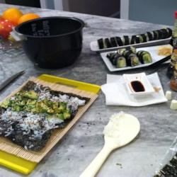 Fresh avocado-sesame rolls (super easy)