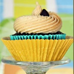 Creamy Peanut Butter Icing Recipe - Creamy peanut butter icing is quick to prepare and is nicely paired with chocolate cake.