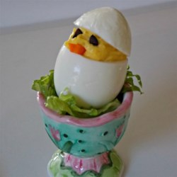 Easter Chick Deviled Eggs Recipe - Impress your Easter brunch guests with these adorable 'chick' deviled eggs using this quick and easy deviled egg recipe.